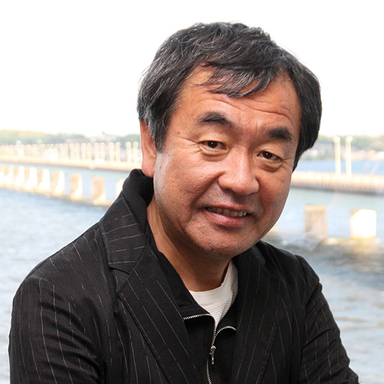 Steve MacDougall, Courier, V&A rented space, Waterfront, Dundee. Architect Kengo Kuma in Dundee.